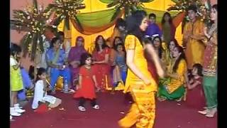 Pakistani girl dance on Mehndi