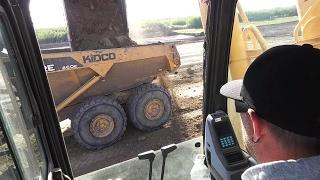 2 oversized buckets fills the 40 tonner - Komatsu 1250