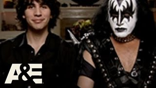 Gene Simmons Family Jewels: The Lost Couches: Gene's Quirks | A&E