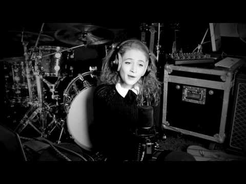 Download Lagu Dancing On My Own - Robyn (Janet Devlin Cover)