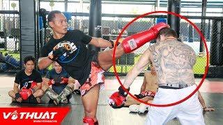 Vua Muay Thai Saenchai tung tuyệt kỹ