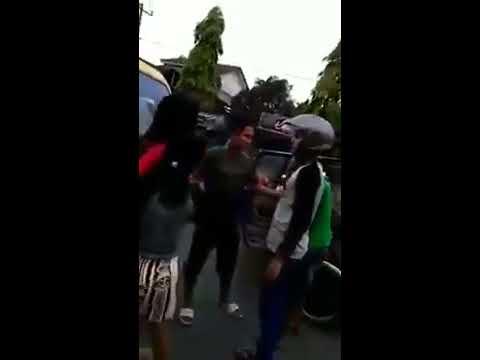 Begini Kalau Cewek Medan Ngamuk Sama Sopir Angkot, Serem!
