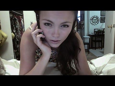 Hacker espiando a chica por la webcam Hacker spying girl
