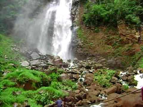 mulheres tomando banho cachoeira luar de agosto.AVI