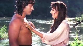 Jungle Love Scene | Kirti Singh saved By Tarzan | Bollywood Hindi Movie Video