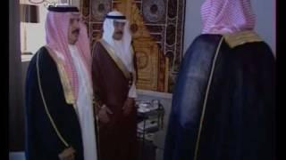 جلالة الملك حمد يصلي صلاة الجنازة على والدته سمو الشيخة حصة