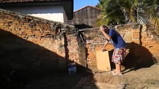 Desafio do ovo tacando  ovo na casa dos vizinho