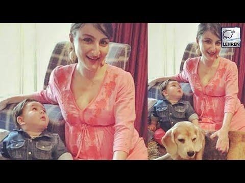Taimur Ali Khan Has Fun With Pregnant Soha Ali Khan | Lehren TV