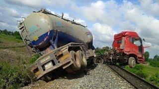 Horrible Train Crash Compilation Shocking Train Accident Videos