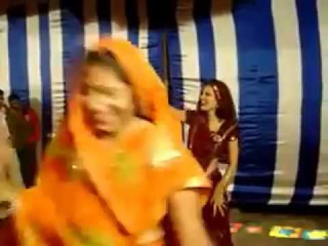 WhatsApp Funny Video - Indian Aunty Funny Dance Style in Marriage on Disco