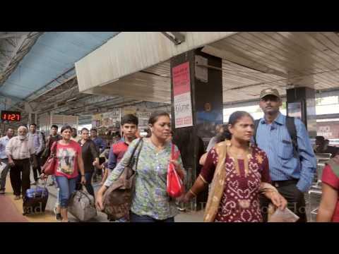 Vadodara Railway Station,Gujarat,India.Baroda.वडोदरा(बरोड़ा),गुजरात,भारत.Indian Railways Train