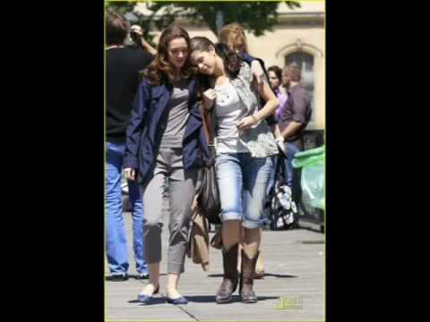Lesbian romance between Selena Gomez and Leighton Meester