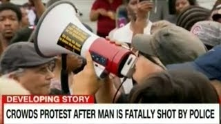 Cops And Police Brutality Protesters Clash In The Streets Of South Chicago!
