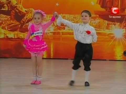 doi copilasi danseaza superb.mp4