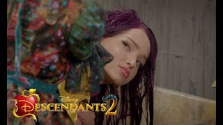 Descendants 2 - Mal´s New Hair color - CLIP