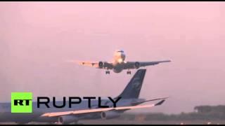 طائرة روسية تتفادى الاصطدام بأرجنتينية في مطار برشلونة