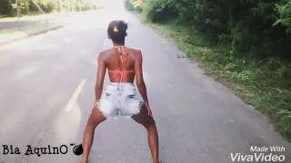 Novinha dançando funk