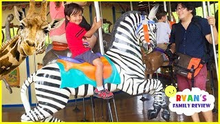 Ryan feeding giraffes and learn zoo animals for Kids!!!
