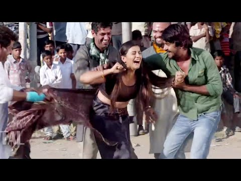 HOT Bhojpuri Actress Forced in Public By Goons