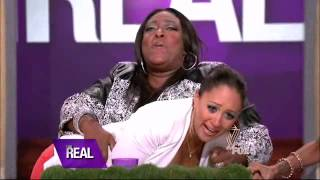 Tamera Mowry-Housley & Tamar Braxton Terrified By An Snake