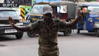 Police officer breaks into dance to control traffic on busy streets of India