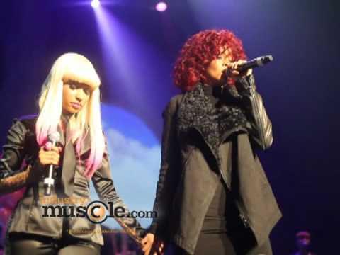 Rihanna Grabs Nicki Minaj s Booty on Stage