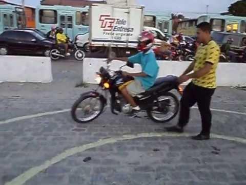 Aula prática de moto na Auto Escola São Francisco