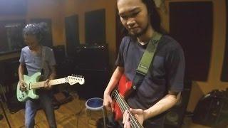 Dede SP, Dirgo Respati, and Zahar Mustilaq jamming at ARU Studio