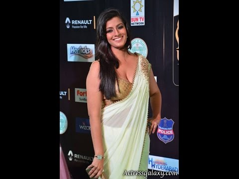 Xxx Mp4 Varalaxmi Sarathkumar Hot And Sexy Cleavage Photos In Saree At IIFA Utsavam Awards 2017 3gp Sex
