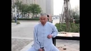Maestro Kaijin - Calci nelle palle indolori