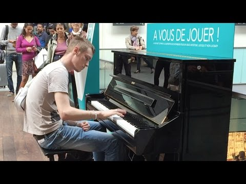 Passenger Impressively Plays Piano at Train Terminal in Paris HD 60fps