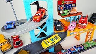 Dinosaurs broke track! Dinotrux! Make the Disney Cars 3 Piston cup track! - DuDuPopTOY