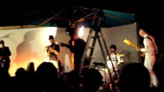 NOBRAINO live Dejavu - Le tre sorelle + Kruger mentre poga perde il microfono (n.b.RN fan club)