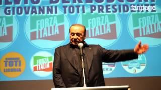 Berlusconi, la caduta dal palco dopo il comizio