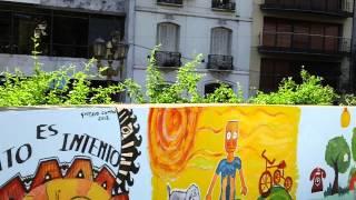 Marta Diez pintando Mural en Plaza Vicente López