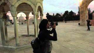 درس فلاشات  على سطح  الصخره  المشرفة داخل باحات المسجد الاقصى المبارك