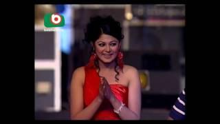 Akshay Kumar talking with Audience Dhaka | Tri nation big show performance