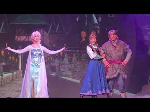 Full Frozen Summer Fun Live stage