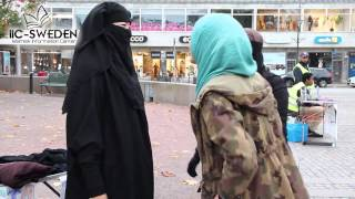 Non-Muslim Women Try On Niqab