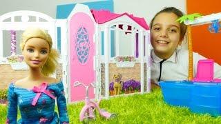 Barbie'nin evini geziyoruz. #Barbieoyunları. En güzel kız oyuncakları izle