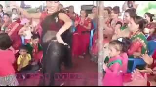 Indian desi sexy bhabhi dance in shaadi very hot and sexy dance