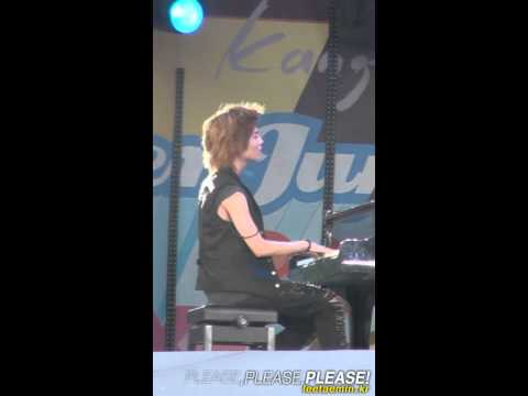 Fancam 100821 SHINee Taemin Playing the Piano SMTown Concert