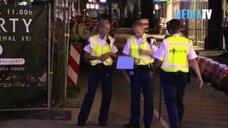 Automobilist rijdt in op portiers Rodezand Rotterdam