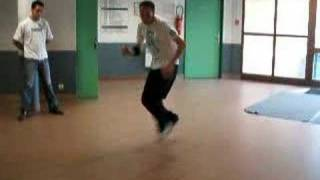 B Boy Batpet Training au lycée 2