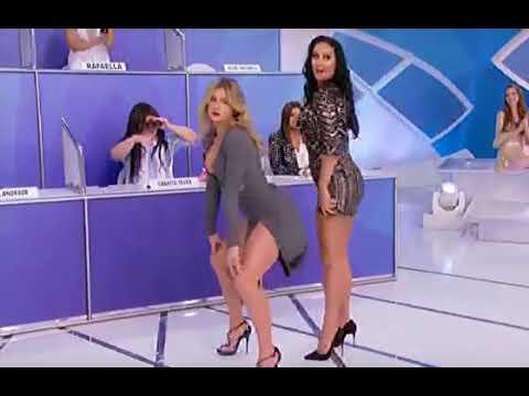 Xxx Mp4 Livia Andrade E Helen Ganzarolli Dançam Até O Chão No Silvio Santos 3gp Sex