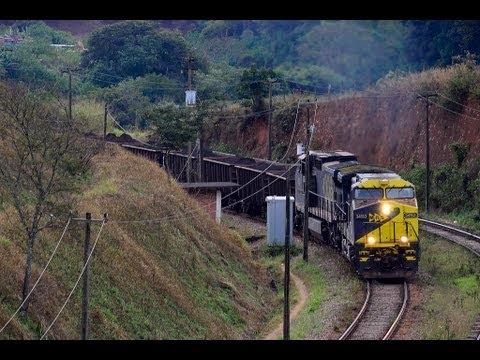 Trem carregado a ponto 8 na alça do Paraopeba p Ferrovia do Aço
