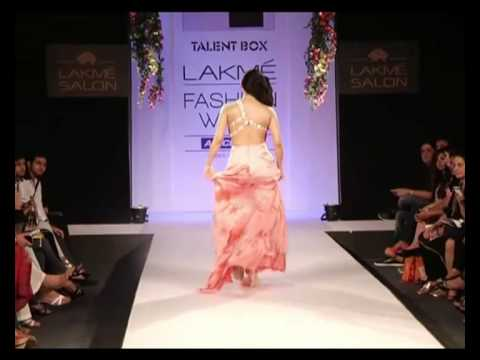 Xxx Mp4 Lakme Fashion Week 2013 Summer Resort Hot Pakistani Actress Sara Loren Walk The Ramp Show Stopper 3gp Sex