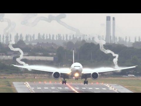 Emirates 777 wake vortex spectacular