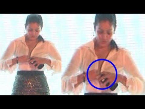 Anjana Sukhani's Shirt Button Opens on stage | UNCUT VIDEO