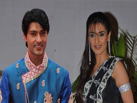 Anas Rashid & Rati Pandey are DATING